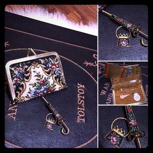 🦋2/$10 3/$15 4/$18 5/$20 Vintage ☂ & Sewing Kit